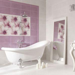Kwiatowy obraz z płytek łazienkowych pochodzi z kolekcji Paradyż Gozze. Fot. Paradyż