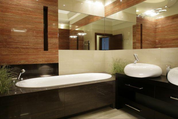 Trawertyn jest szczególnie polecany do łazienek. Jego unikalna struktura przydaje wnętrzom naturalnej ekspresji i uszlachetniającej elegancji. Świetnie komponuje się zwłaszcza z drewnem.