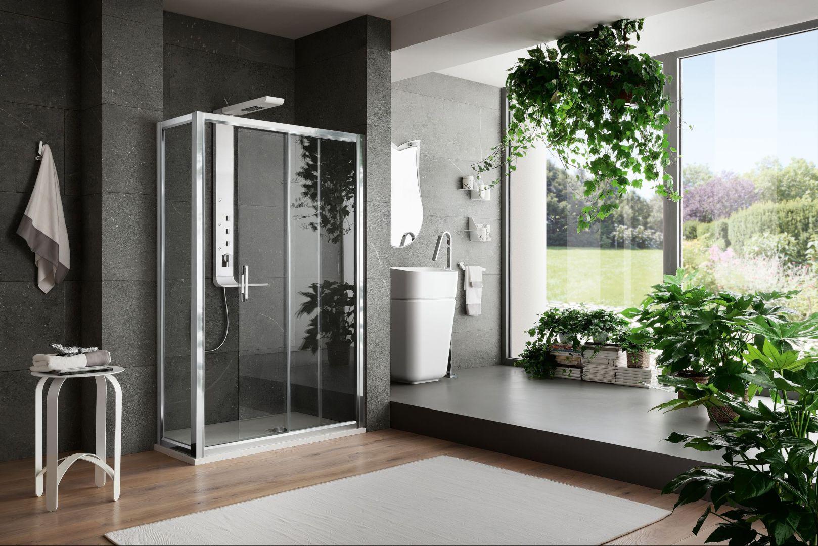 Kolekcja łazienkowa Arblu Virgo doskonale prezentuje się na tle obfitej, naturalnej roślinności. Fot. Arblu