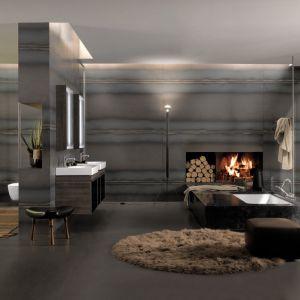 Salon kąpielowy z kominkiem i wyposażeniem łazienkowym z kolekcji Citterio marki Keramag Design. Fot. Keramag Design