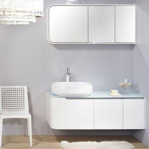 Białe meble marki Lebon Dream zostały wzbogacone eleganckimi dekoracjami w jasnej kolorystyce. Fot. Lebon