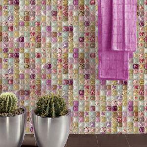 Szklana mozaika Decocer z serii Dolmen w pięknych kolorach ożywi i ozdobi łazienkę. Fot. Decocer