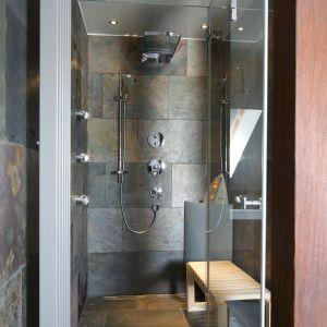 Strefa SPA została wyposażona w prysznic z kabiną parową z pełnym kompletem dysz do hydromasażu. Do wyboru łaźnia parowa, hydromasaż, tropikalny deszcz lub delikatna mżawka. Fot. Bartosz Jarosz
