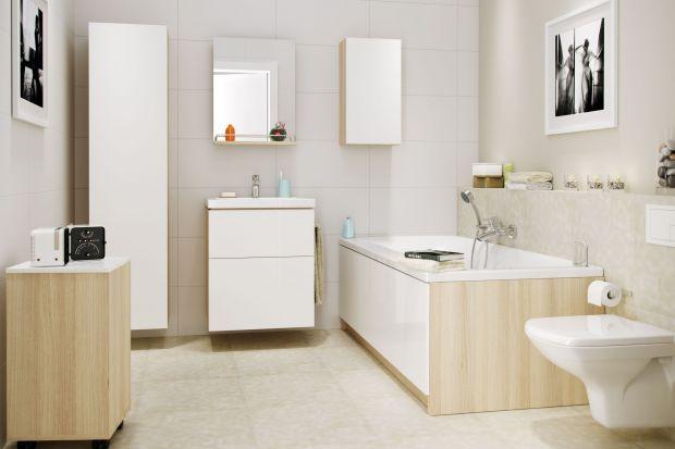 Białe ściany, meble lub dodatki to elementy aranżacji, które dodają łazience ponadczasowego charakteru. Najjaśniejsza z barw dobrze komponuje się zarówno z drewnem jak i akcentami w innych kolorach.