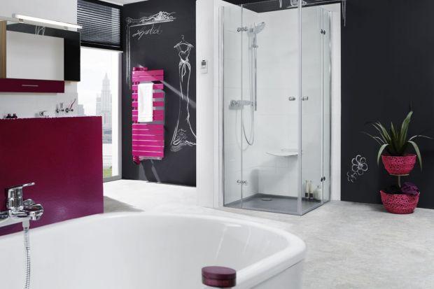 Farba tablicowa, albo dekoracyjny ekran grzejnika, czy zwyczajne szkolne tabliczki, po których można pisać, to oryginalny sposób na aranżację łazienki.