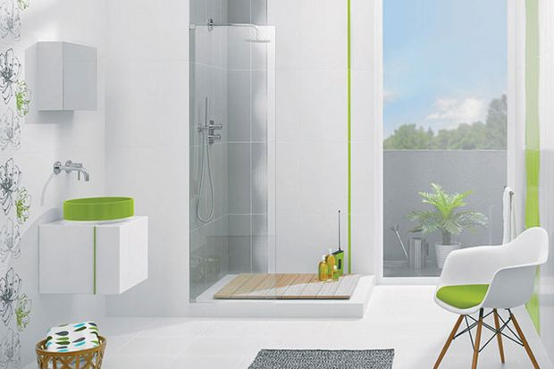 Jasne płytki ceramiczne to świetna okładzina zarówno do małych, jak i dużych łazienek. Są eleganckie, dodają wnętrzu przestrzeni, sprawiają, że wydaje się bardzo świeże.