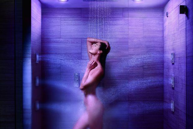 Prysznic wyposażony w dysze masujące czy deszczownicę zamieni się w strefę relaksu. Teraz można zaprojektować wnętrze kabiny indywidualnie, a wysokość armatury dopasować do swojego wzrostu.