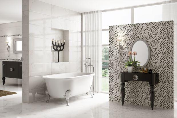 Biały marmur to klasyka. Pasuje zarówno do łazienek w stylu nowoczesnym, jak i retro. Płytki ceramiczne, dzięki technologiom cyfrowym, do złudzenia go naśladują. Trudno odróżnić!