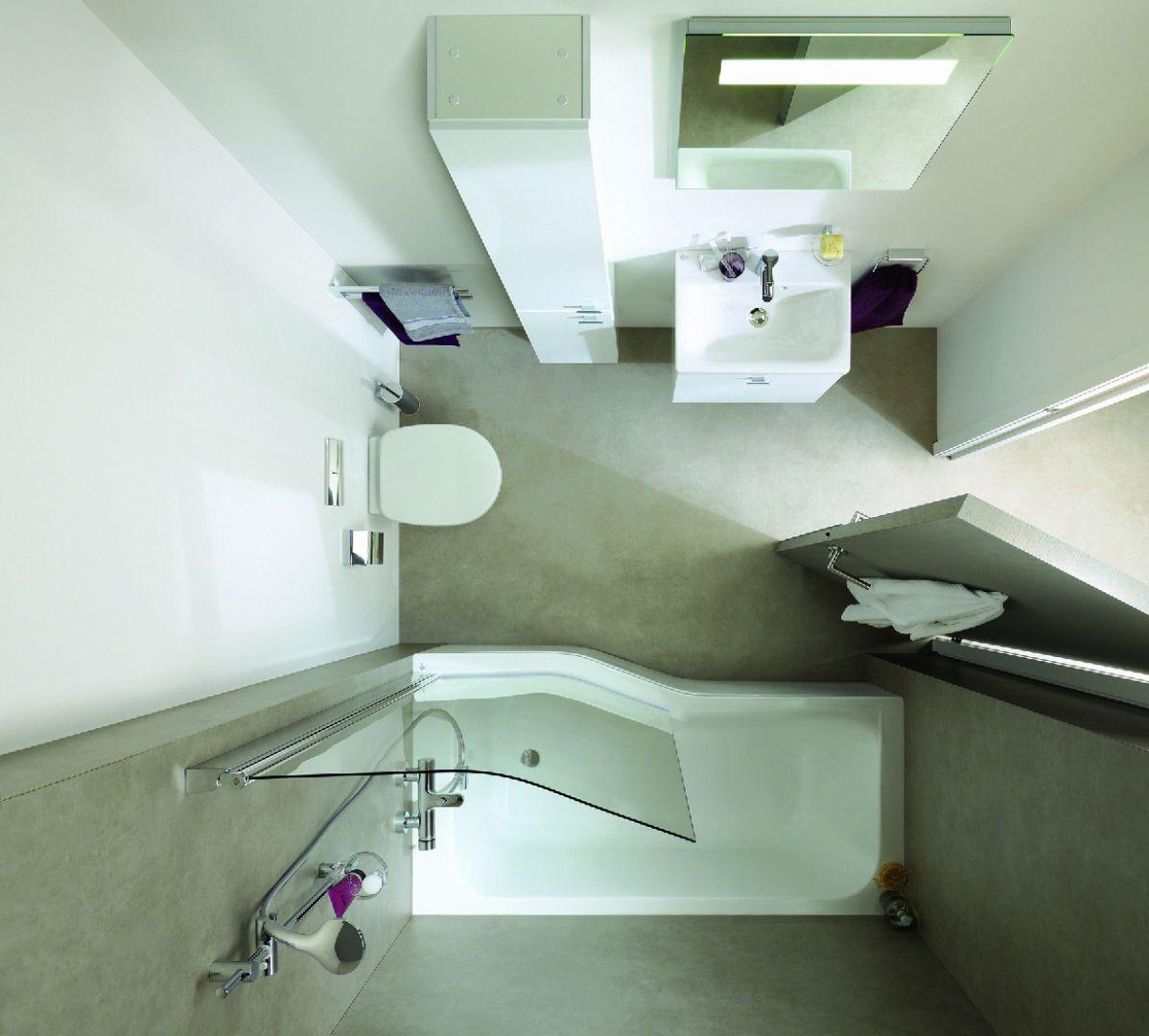Asymetryczną wannę łatwiej ustawić w ciasnych pomieszczeniach, np. węższym końcem przy wejściu. Dzięki temu nie przeszkadza w poruszaniu się po łazience. Na zdjęciu: wyposażenie łazienkowe Connect firmy Ideal Standard. Fot. Ideal Standard