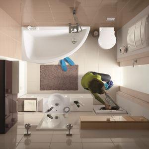 Wyposażenie łazienkowe Nano marki Cersanit zostało zaprojektowane specjalnie do małych łazienek. Gdy w łazience nie mieści się pralka, warto przebić ścianę i umieścić ją we wnęce np. w przedpokoju (po obudowaniu może być np. komodą). Fot. Cersanit