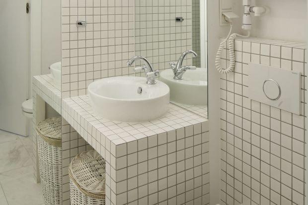 Mała łazienka – tak można wykorzystać białą mozaikę