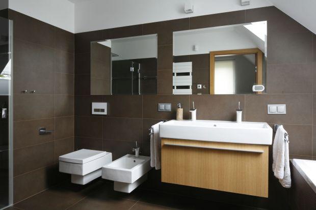Łazienka na poddaszu – komfortowe wnętrze dla dwojga