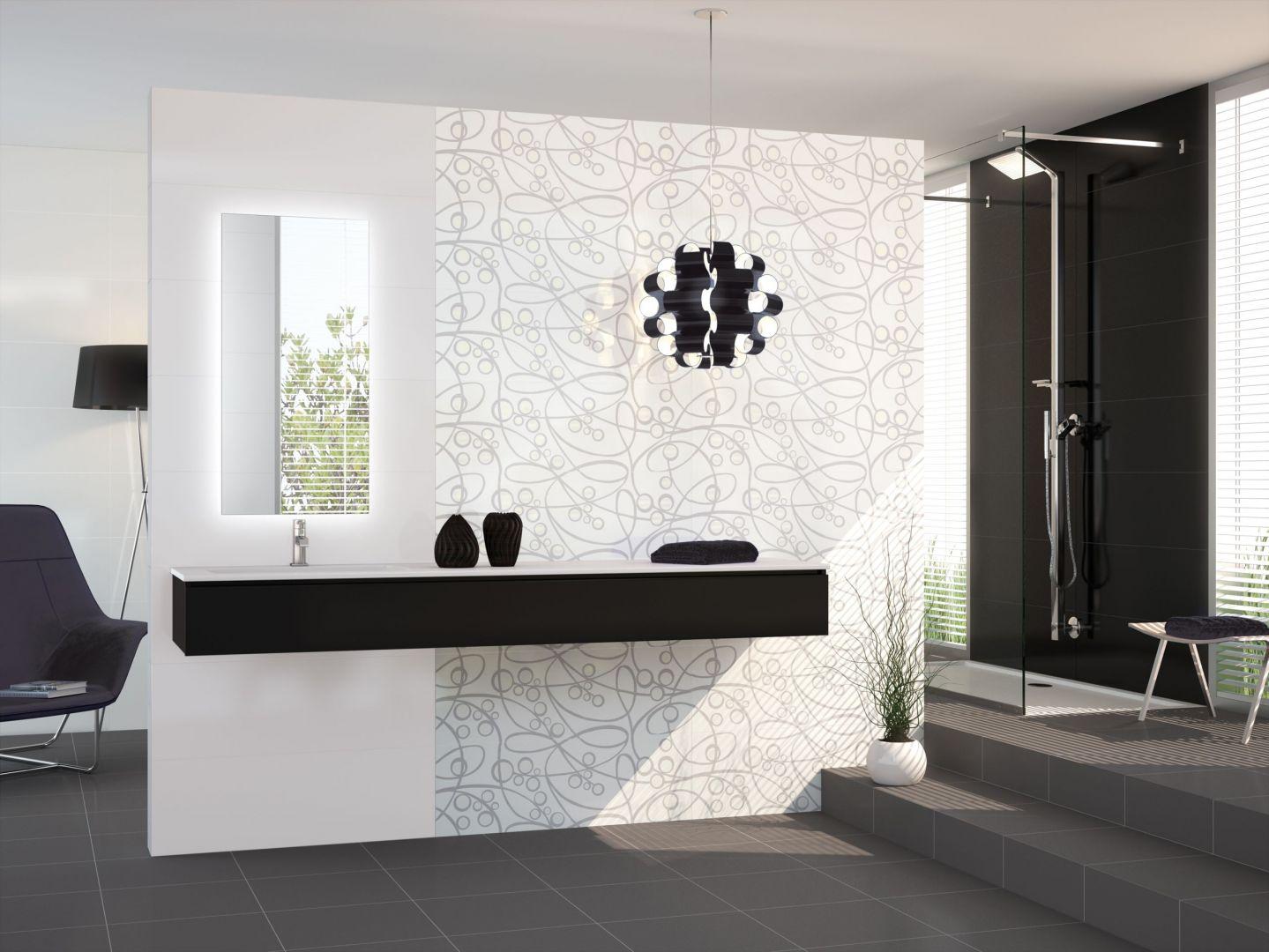 W skład kolekcji Unik hiszpańskiej marki  Azteca  wchodzą białe, czarne oraz szare płytki bazowe, a także dekory z fantazyjnym czarnym wzorem na białym tle. Fot. Azteca