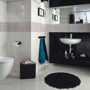 W kolekcji Margot marki Ceramika Domino białe i czarne płytki bazowe uzupełniają dekory z połyskującym złotem misternym wzorem. Fot. Ceramika Domino