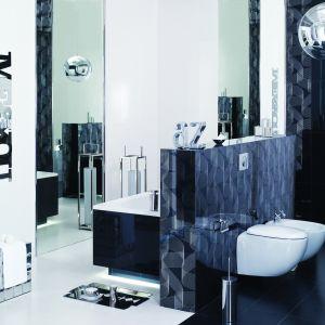 Eleganza firmy Ceramstic to płytki pełne blasku i lustrzanych odbić. Ozdobione metalicznym błyskiem wijących się wstęg dekorów i listwami w odcieniach srebra i złota. Fot. Ceramstic