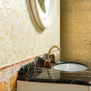 Aparici Tolstoi Gold to płytki ceramiczne do łazienki w odcieniach złota. Fot. Aparici