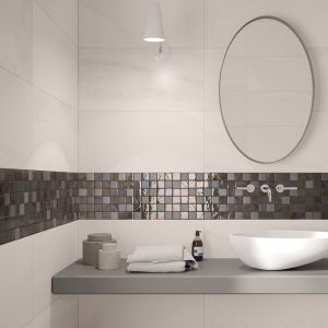 Melanż w wersji subtelnej – mozaika Fluido marki Ariana. Rozedrgana powierzchnia nadaje luksusowy szlif łazience. Fot. Ariana