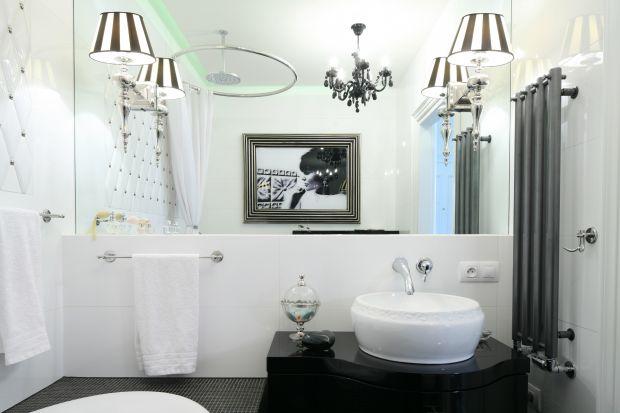 Lustro to nie tylko niezbędny w łazience element wyposażenia. Bez niego nie sposób wykonać codziennej toalety. Ale lustro to także pomysłna podkreślenie, a nawet wyznaczenie stylu wnętrza.