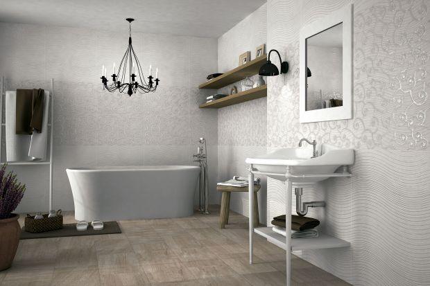 Jasneścianyw łazience to rozwiązanie, które pozwoli również optycznie powiększyć wnętrze. Stąd też kolor biały jest tak chętnie wybierany przez architektów wnętrz – takżedo małych toalet gościnnych.