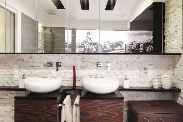 Na blaty łazienkowe wykorzystuje się przede wszystkim granit, marmur i trawertyn. Największy rarytas to onyks.