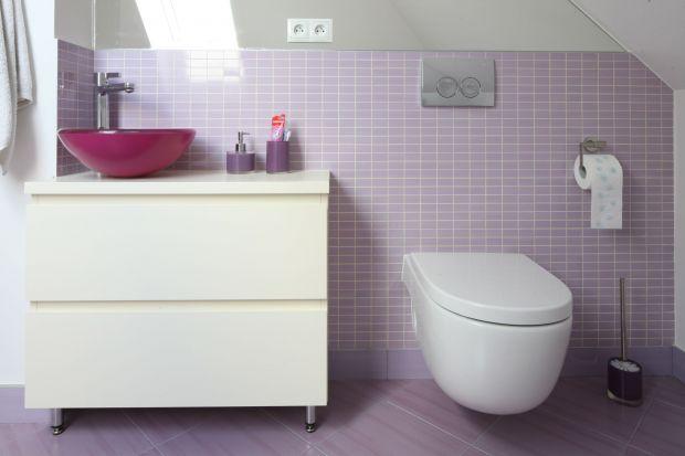 Wmodnych aranżacjach wnętrz łazienek częstopojawiają się szafki wykonane pod wymiar – zaprojektowane tak, by pasowały do stylu wnętrza i spełniały swoje praktyczne funkcje.