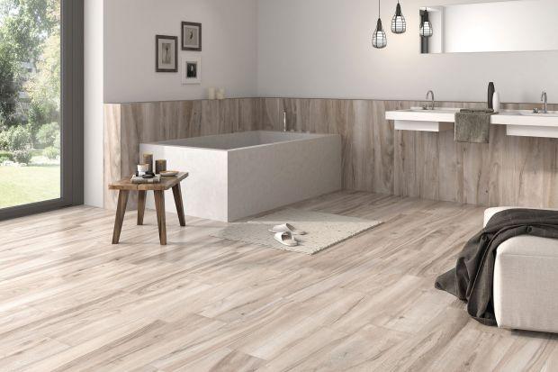 Płytki jak drewno – najpiękniejsze kolekcje do łazienki