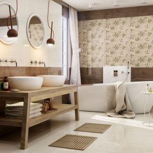 W przytulnej łazience na ścianach ułożono brązowe płytki Antonella firmy Paradyż. Fot. Paradyż