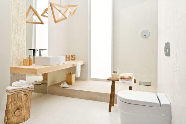 Zazwyczaj utrzymane w ponadczasowej bieli lub szarościach nowoczesne łazienki potrzebują uniwersalnej bazy w postaci płytek ceramicznych, które pozostaną modne przez lata.