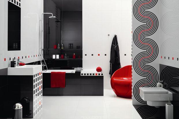 Ponadczasowy duet czerni i bieli często pojawia się w eleganckich aranżacjach łazienek. Zarówno w roli okładziny ścian, jak i wyposażeniaoraz ceramiki sanitarnej.
