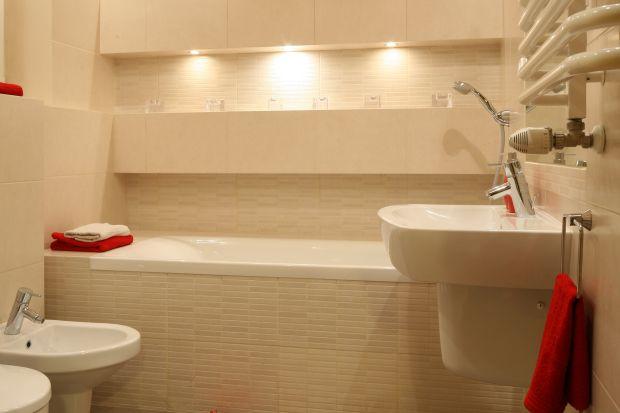 Remont łazienki: 12 pomysłów na modne oświetlenie