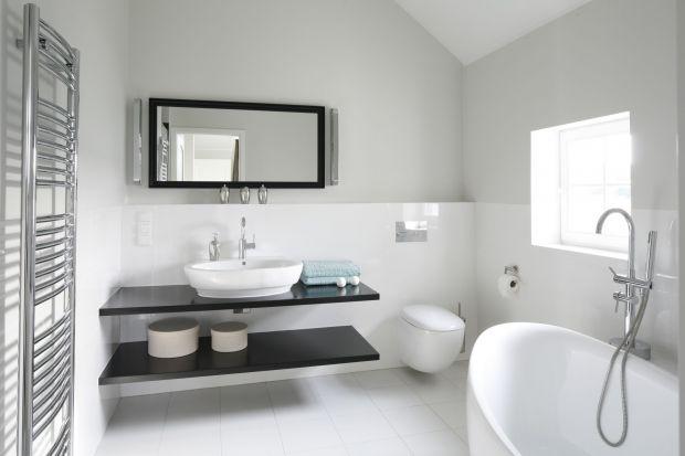 Dobrze dobrane kolory to podstawa sukcesu w aranżacji wnętrz. Biel, jasne beże lub szarości świetnie sprawdzą się zarówno w łazience, której brakuje przestrzeni, jak i w eleganckim salonie kąpielowym.