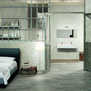Jak drewniana boazeria do sufitu – płytki ceramiczne Wooden marki Casa Dolce Casa. Fot. Florim