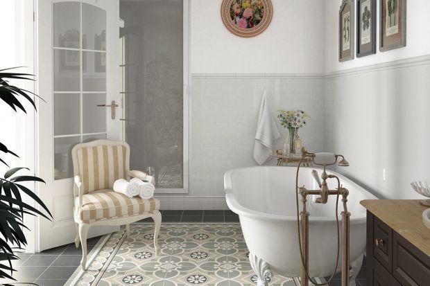 Boazeria na ścianach kreuje w łazienkach przytulny klimat. Najmodniejsza jest z płytek ceramicznych. Do złudzenia może naśladować drewno, kamień, tkaninę.
