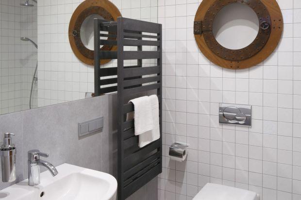 Jedna z dwóch łazienek w mieszkaniu została zaprojektowana tak, by służyć dobrze zarówno gościom, jak i dzieciom. Jest ponadczasowa i uniwersalna. Można jej nadać dowolny charakter.