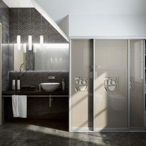 Zabudowa z oferty firmy Komandor pozwala ukryć pralkę za przesuwanymi drzwiami. Fot. Komandor