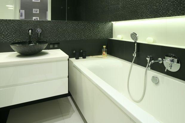 Urządzając łazienkę, zwłaszcza taką, która sprawia kłopotz uwagi na mały metraż, warto zasięgnąć porady projektanta. Kilka pomysłowych rozwiązań zapewni komfort użytkowania na lata.