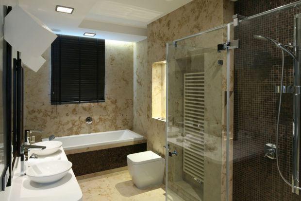 Oryginalny wzór marmuru, granitu czy trawertynu można mieć nie tylko na ścianach czy podłodze w łazience, ale również na blatach i obudowach.