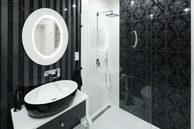 Moda na otwarte, minimalistyczne prysznice sprzyja stosowaniu ciekawych i efektownych wykończeń. Ściana za prysznicem jest bowiem coraz bardziej eksponowana.
