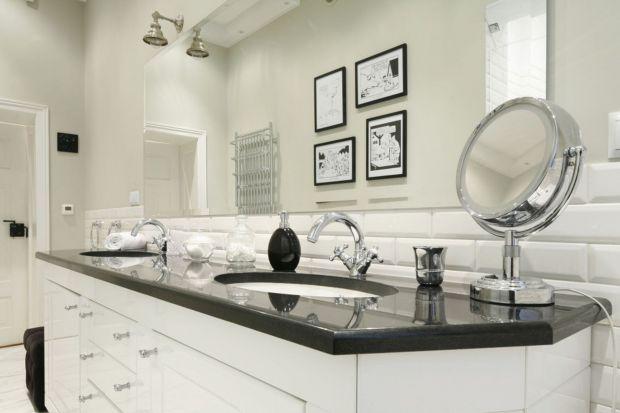 Biel to najlepszy kolor, jeśli chodzi o modną łazienkę. Nawet w bardzo małym wnętrzu warto jest położyć jasne okładziny, które sprawią, że aranżacja zyska przestrzeni i elegancji.
