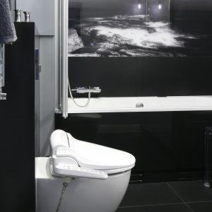 Mała łazienka z biobidetem to domowe SPA. Fot. Bartosz Jarosz