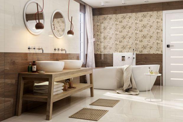 Kiedy cenimy naturalne materiały w aranżacji wnętrz, a obawiamy się drewna w łazience, warto postawić na płytki ceramiczne. Dzięki specjalnym nadrukom do złudzenia mogą przypominać naturalne dąb, buk czy jesion.