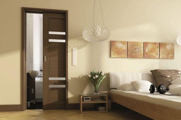 Drzwi łazienkowe – jaki styl wybrać na lata