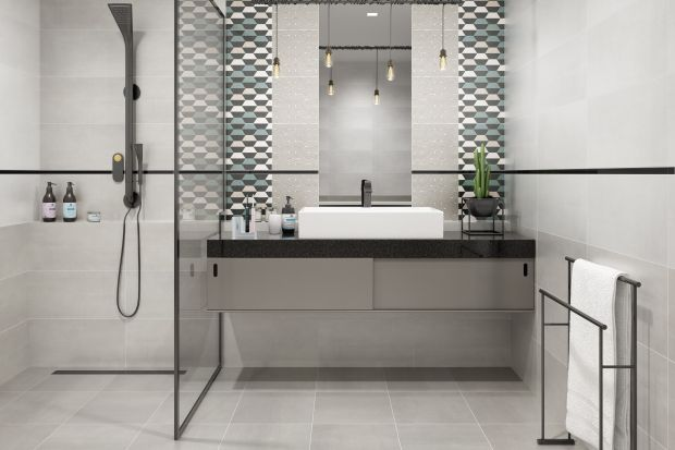 Wzór 3D daje efekt iluzji przestrzeni w łazience. Oto modne płytki z nowej kolekcji Ceramiki Paradyż. Można nimi wykończyć np. jedną ścianę. Nadaje łazience wyrazisty styl.