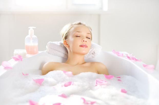 Domowe SPA – kąpiel z olejkiem ylangowym na stres