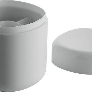 Pojemniki na patyczki kosmetyczne z kolekcji Brilli. Wykonane ze szkła akrylowego, o sterylnych, eleganckich barwach i ergonomicznym designie. Fot. Alessi/Czerwona Maszyna