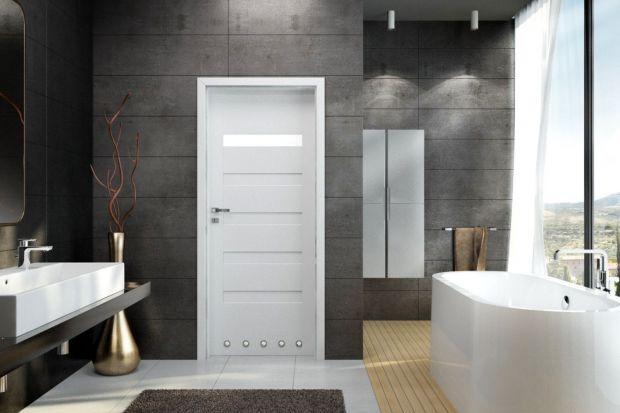 Drzwi do łazienki są nie tylko strażnikami intymności w tym pomieszczeniu, ale pełnią również istotną funkcję aranżacyjną.