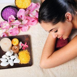 Naturalne składniki domowych kosmetyków nie tylko odżywiają skórę, ale również kojąco wpływają na zmysły. Fot. Fotolia