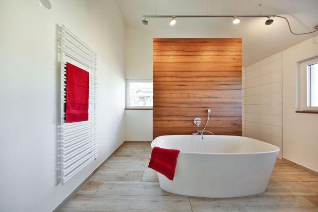 Urządzając łazienkęw naturalnych materiałach mamy pewność, że tworzymy zdrowe środowisko dla naszego codziennego życia. Świetnym rozwiązaniem są tynki wapienne.
