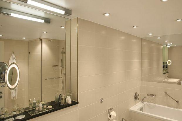 Jak wybrać odpowiednie oświetlenie do łazienki? Przeczytajcie praktyczny poradnik.