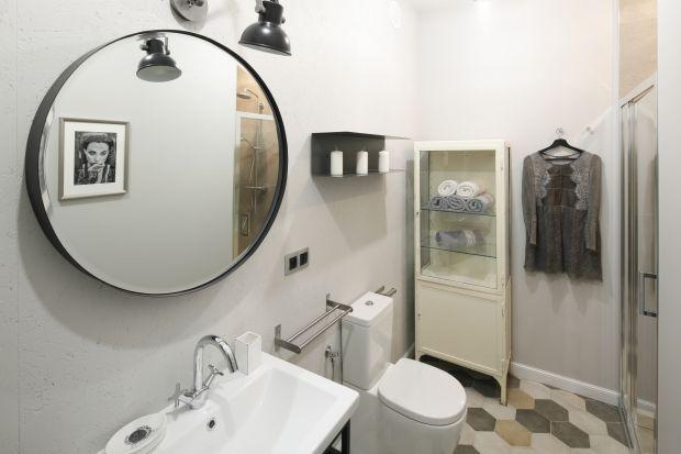 Kolory ziemi, najmodniejsze w tym sezonie kształty i akcenty w typowo industrialnej manierze - zobaczcie gotowy projekt łazienki w stylu loft.